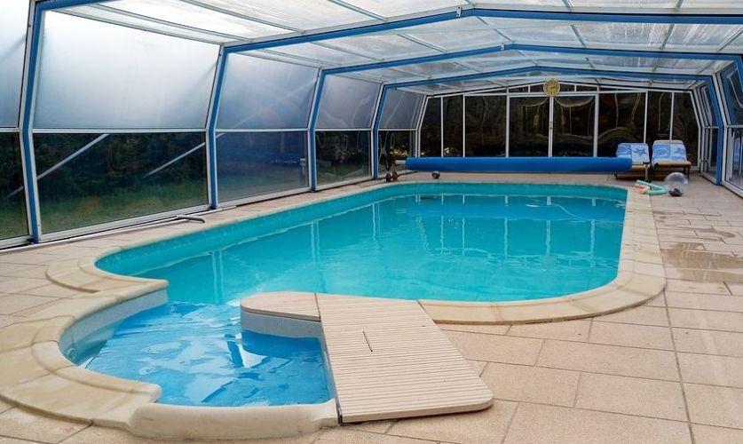 abri de piscine modèle d'exposition